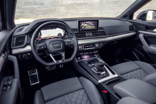 2019 Audi SQ5 interior
