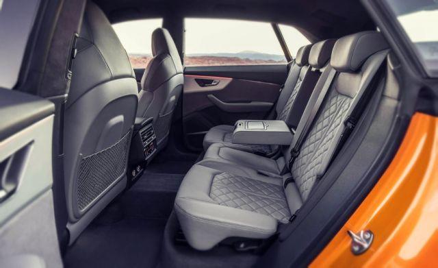 2019 Audi Q8 seats