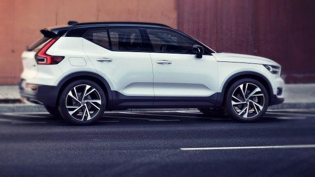 2020 Volvo XC40 side