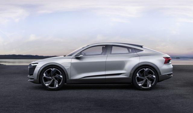 2019 Audi Q9 side