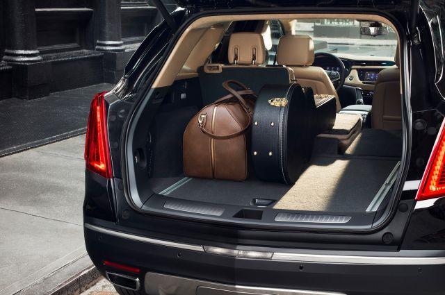 2019 Cadillac XT7 rear