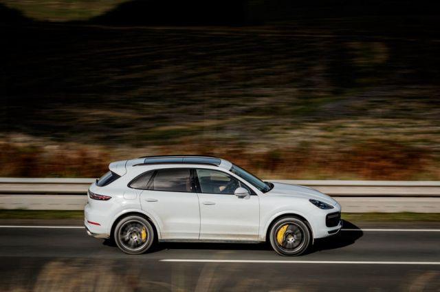 2019 Porsche Cayenne side