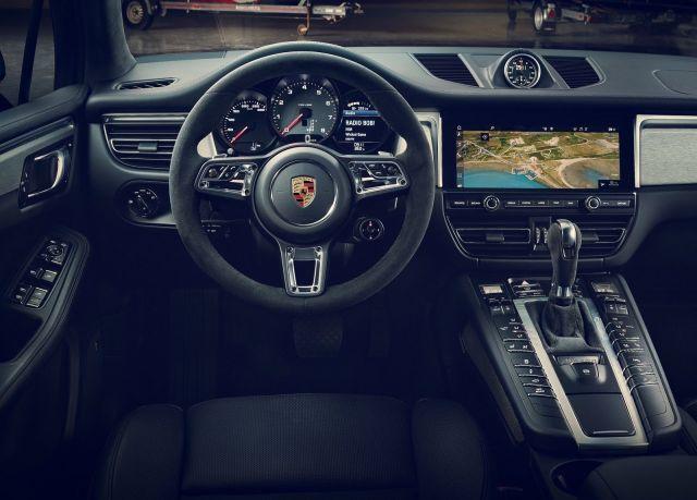 2019 Porsche Macan interior