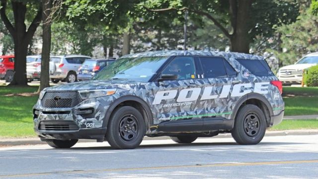 2020 Ford Explorer side