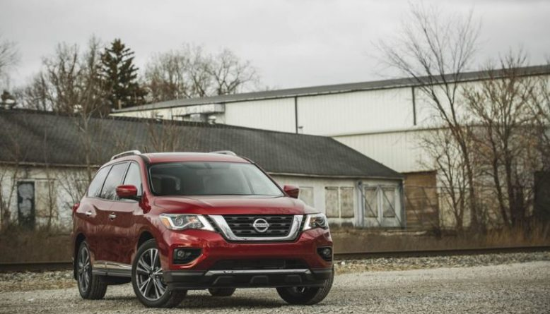 2020 Nissan Pathfinder side