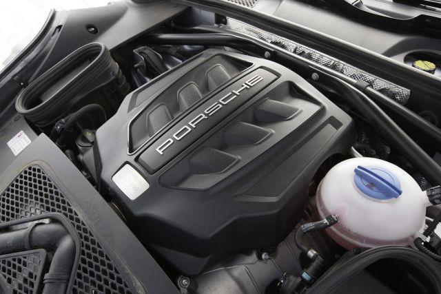 2020 Porsche Macan engine