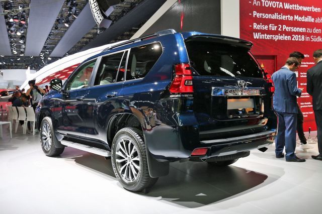 2020 Toyota Land Cruiser rear
