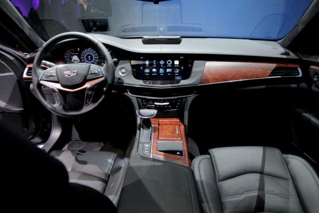 2019 Cadillac XT9 interior