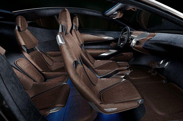 2020 Aston Martin DBX seats