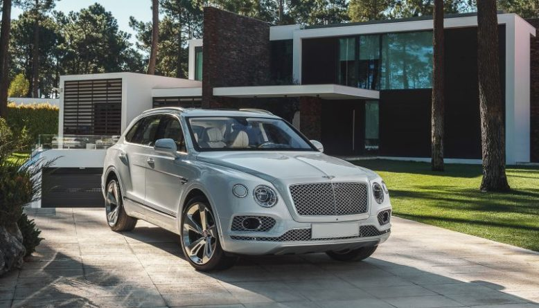 2020 Bentley Bentayga front