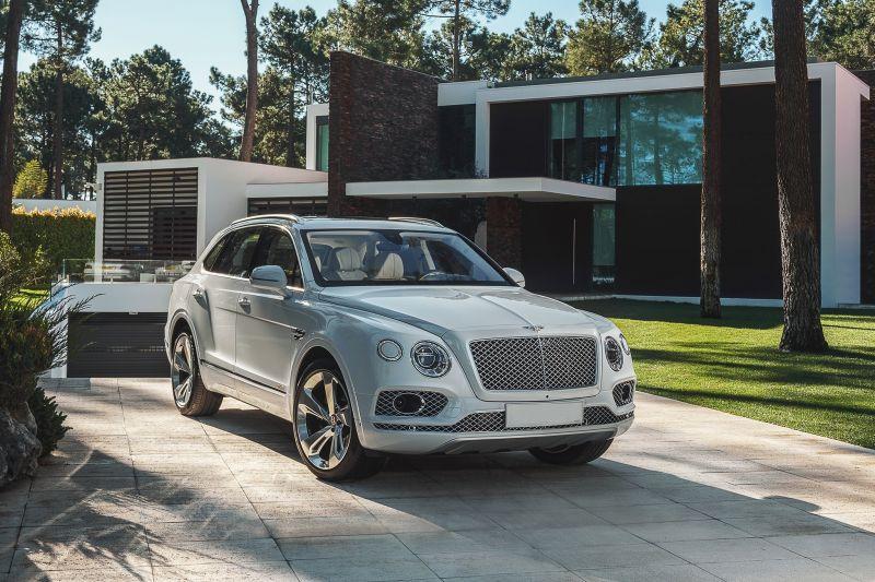 2020 Bentley Bentayga front