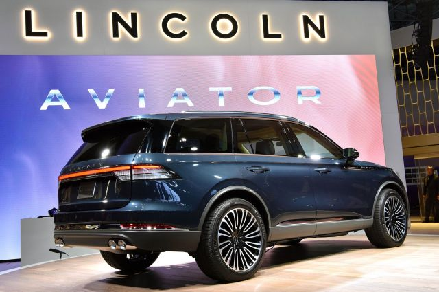 2020 Lincoln Aviator side
