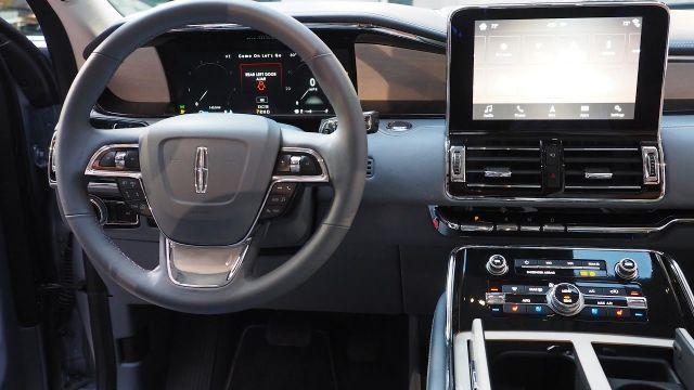 2020 Lincoln Navigator interior