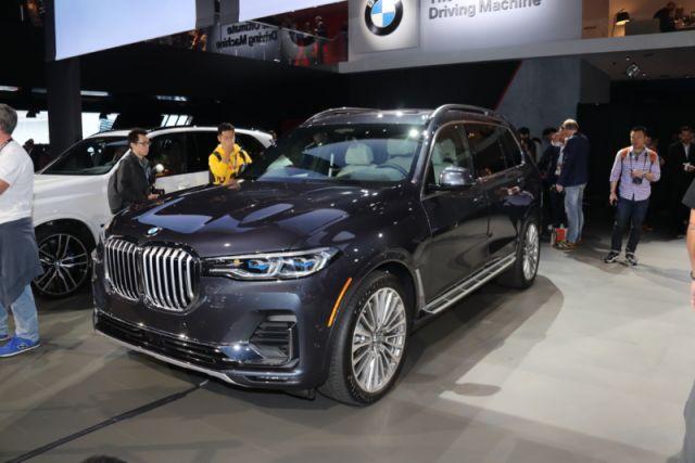 2020 BMW X7 side