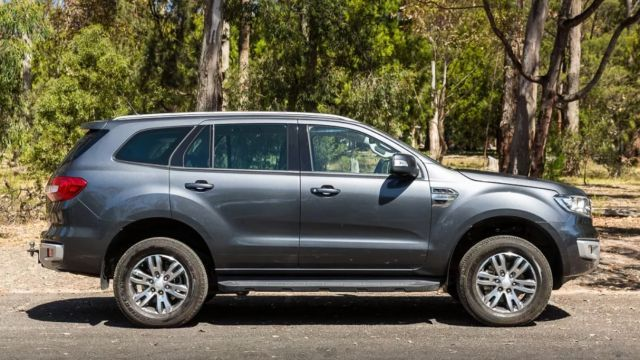 2020 Ford Everest side