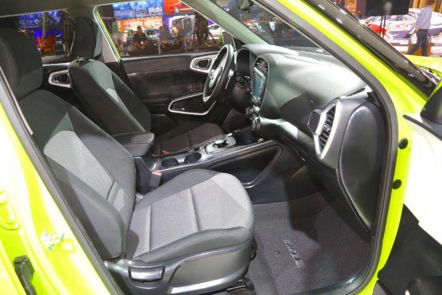 2020 Kia Soul EV view