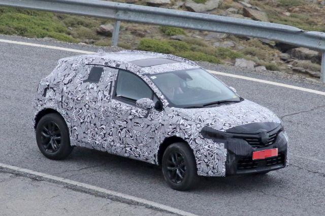 2020 Renault Captur spied
