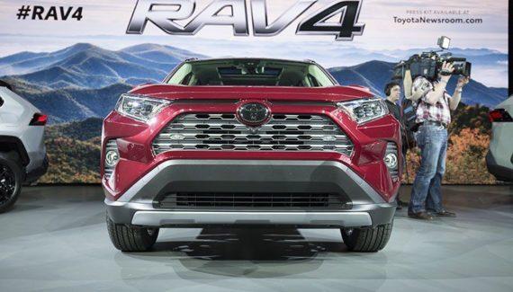 2020 Toyota RAV4 front