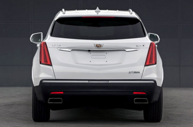 2020 Cadilac XT5 rear view