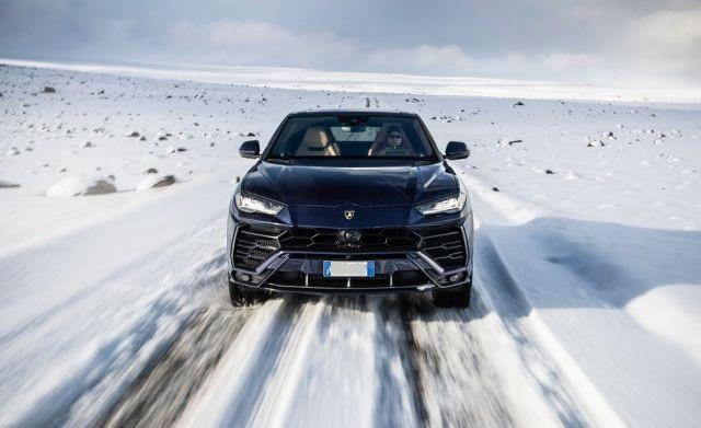 2020 Lamborghini Urus front