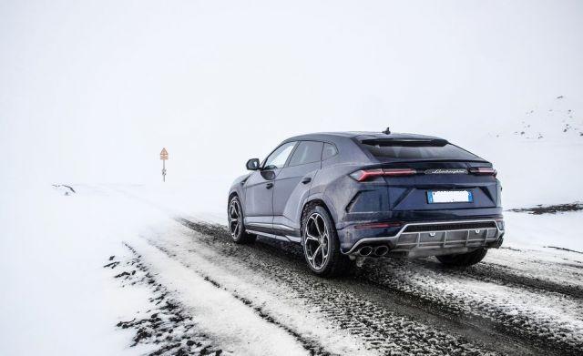 2020 Lamborghini Urus rear