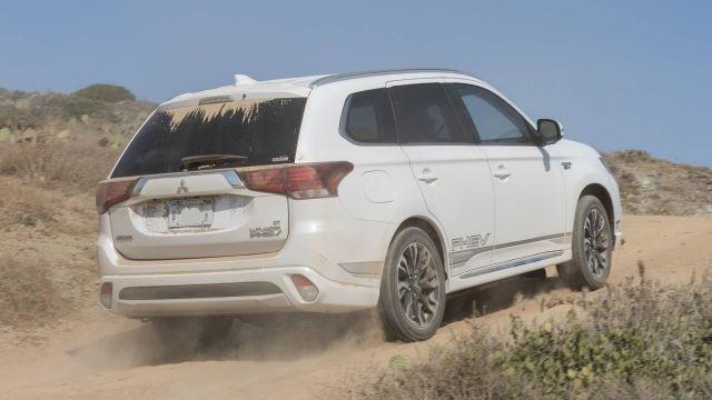 2020 Mitsubishi Outlander PHEV rear