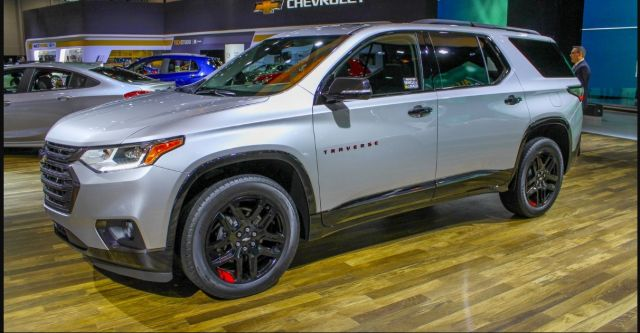 2020 Chevy Traverse side
