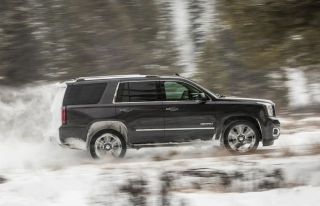 2020 GMC Yukon Denali side