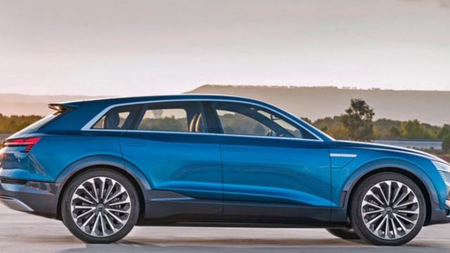 2020 Audi Q8 side