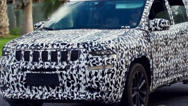 2020 Jeep Wagoneer Spy Shot