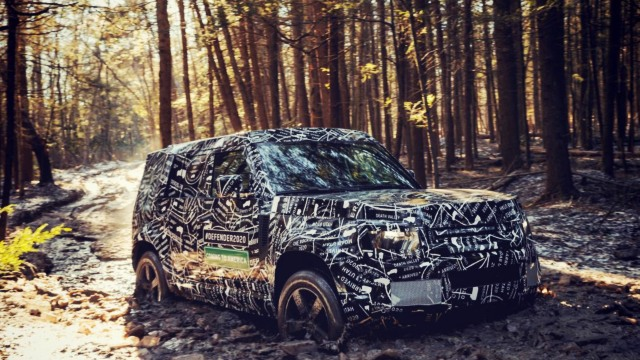 2020 Land Rover Defender spy shot