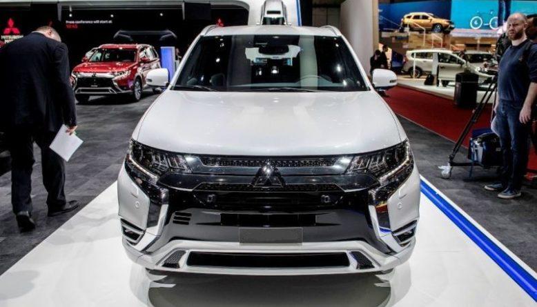 2020 Mitsubishi Outlander PHEV front