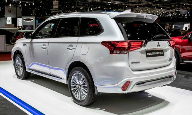 2020 Mitsubishi Outlander PHEV side