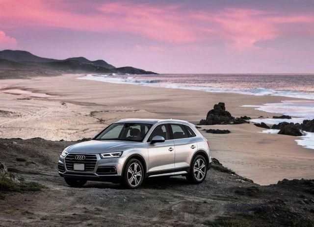 2020 Audi Q5 Hybrid front