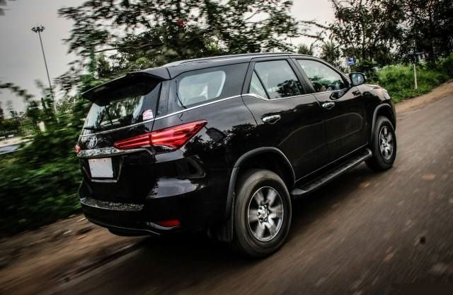 2020 Toyota Fortuner side