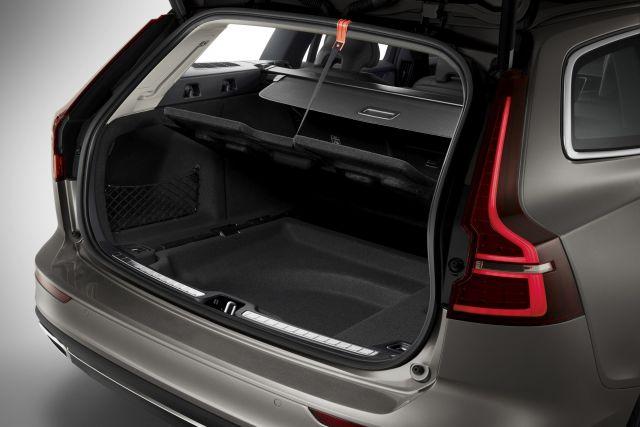 2020 Volvo XC70 trunk