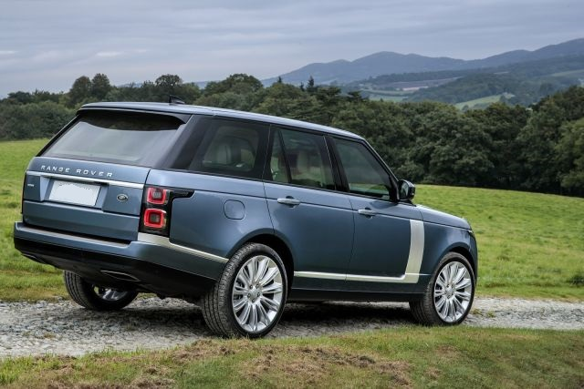 2020 Range Rover Vogue side