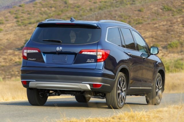 2021 Honda Pilot rear look