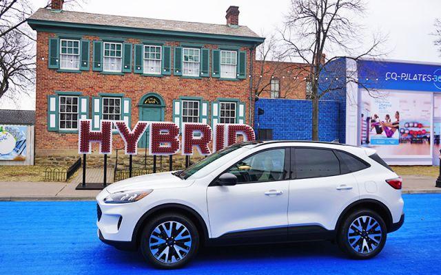 2020 Ford Escape Hybrid side