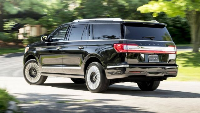 2020 Lincoln Navigator Black Label rear