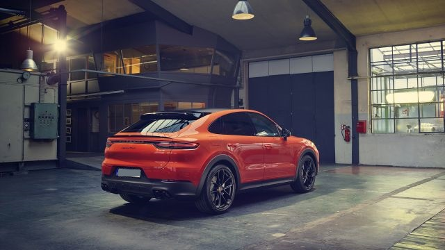 2020 Porsche Cayenne S Coupe rear