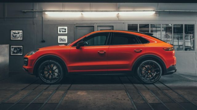 2020 Porsche Cayenne S Coupe side