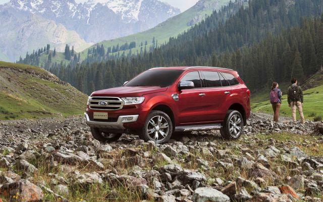 2021 Ford Everest side