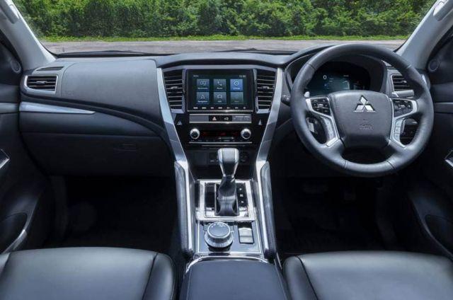 2021 Mitsubishi Pajero interior
