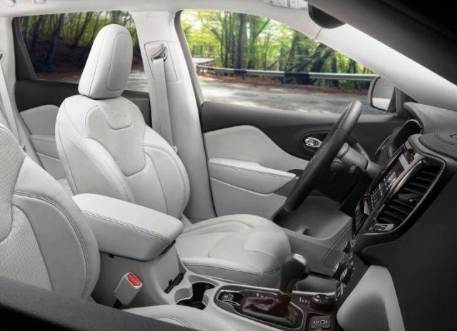 2021 Jeep Wagoneer interior
