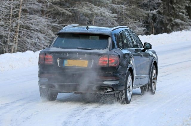 2021 Bentley Bentayga rear