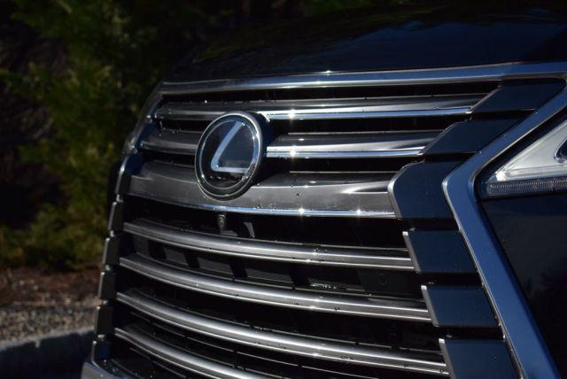 2021 Lexus LX front