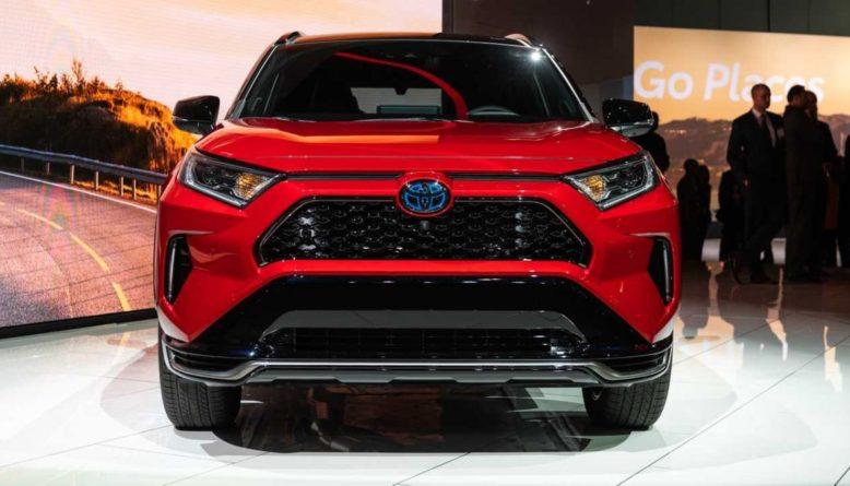 2021 Toyota RAV4 Plug-In Hybrid front