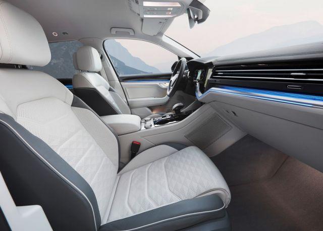 2021 Volkswagen Touareg cabin