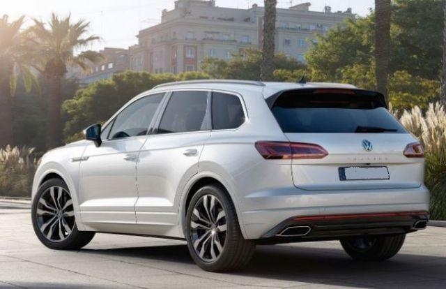 2021 Volkswagen Touareg rear